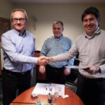 Iñigo Bejar signing the contract of the district heating of Karolin | E&M Combustion